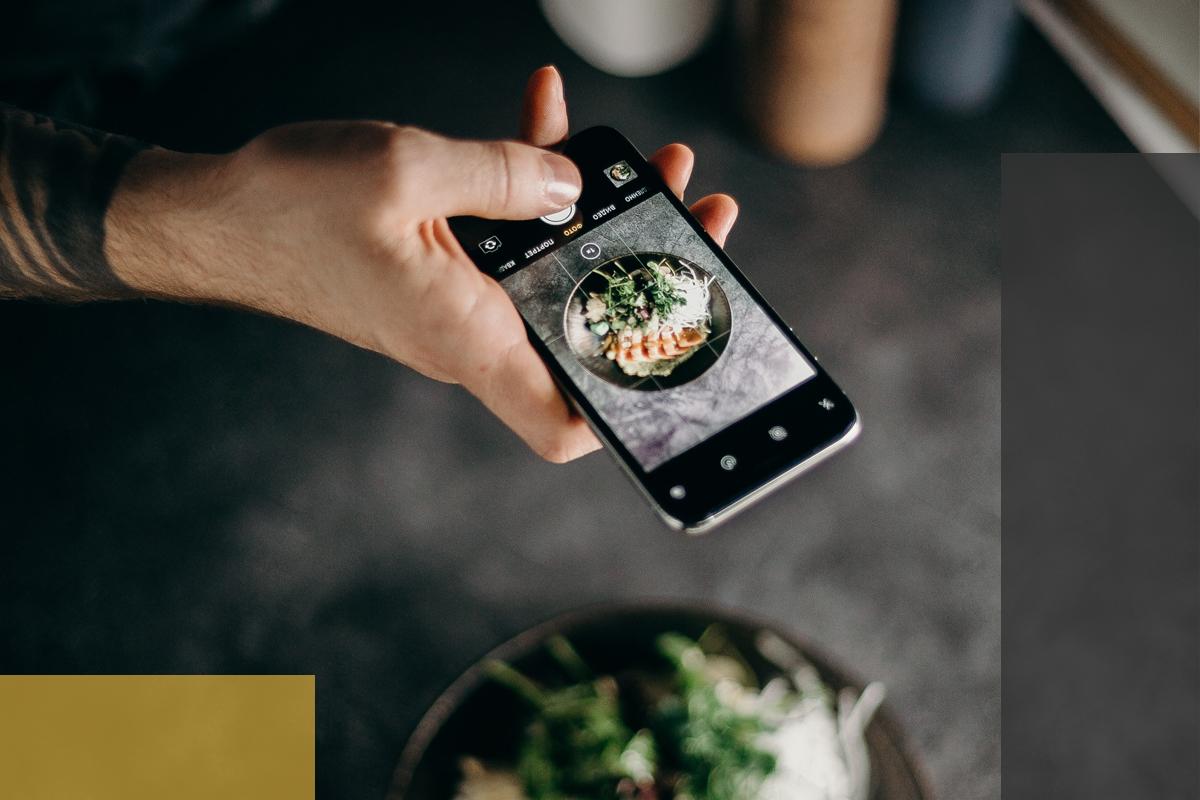 Social Media Berater sollten idealerweise auch mit dem Einsatz visueller Inhalte vertraut sein (Foto: © pexels.com/@cottonbro)